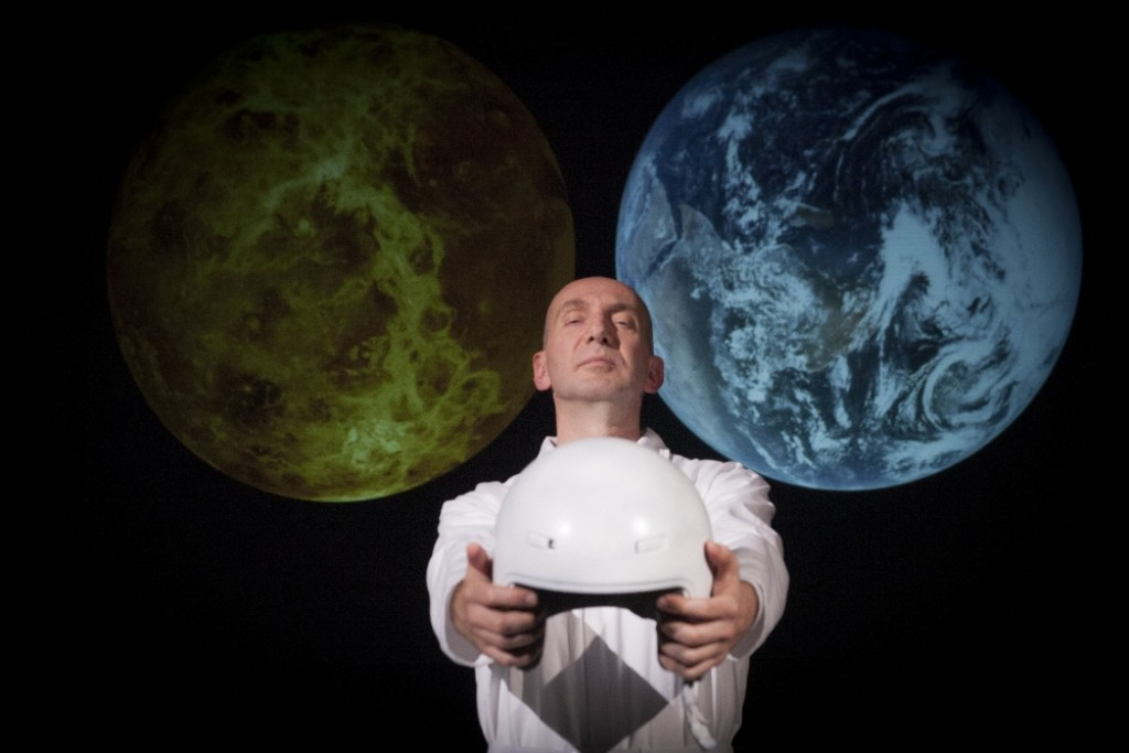"Andrea Brunello in ""Pale blue dot"", regia Christian Di Domenico"