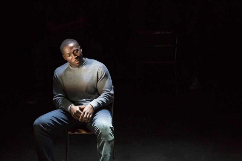 "Eric Kofi Abrefa in ""ear for eye"", regia debby tucker green. Royal  Court,  Jerwood  Theatre  Downstairs. Foto Stephen  Cummiskey"