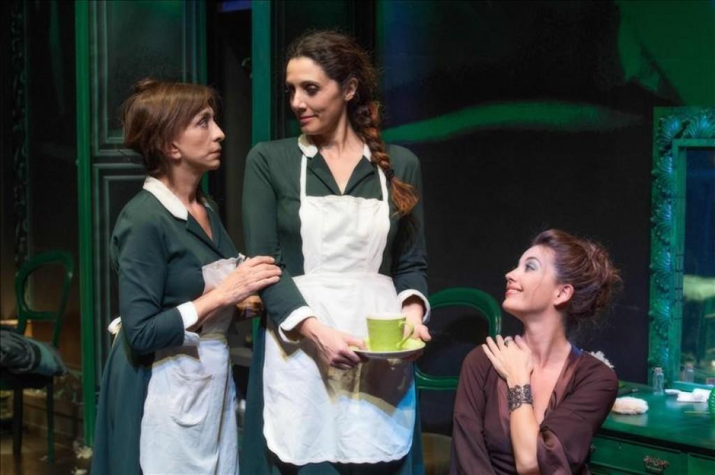 """Anna Bonaiuto, Manuela Mandracchia, Vanessa Gravina in """"Le serve"""", regia Giovanni Anfuso"""