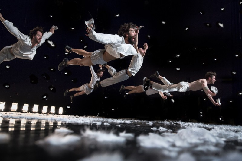 """In spite of wishing and wanting"", regia, coreografia, scenografia Wim Vandekeybus. Foto Danny Willems"