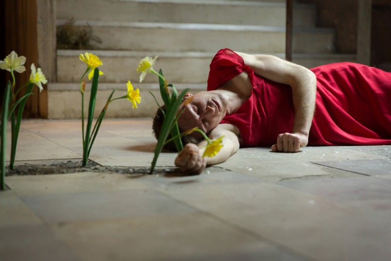 "Peter Hobday  in ""Cleansed"", regia Katie Mitchell. Foto Stephen Cummiskey"