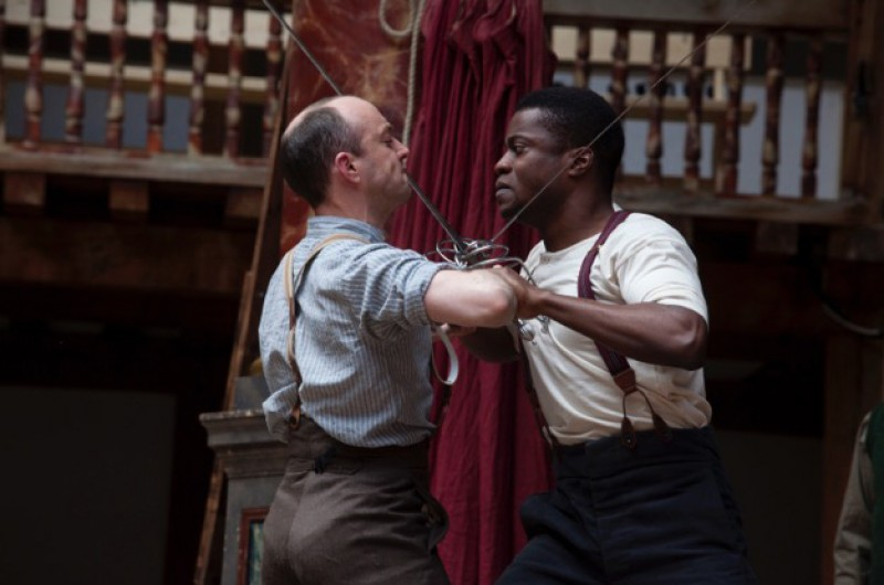 "Lodi Emeruwa e Tom Lawrence in ""Hamlet"", regia Dominic Dromgoole e Bill Buckhurst. Foto Bronwen Sharp"