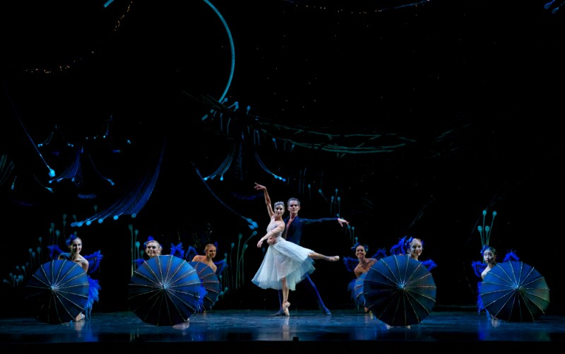"Laura Hidalgo e Victor Estevez, Queensland Ballet, ""A Midsummer Night's Dream"", coreografia Liam Scarlett. Foto David Kelly"