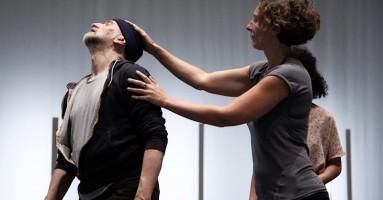 """CROSS FESTIVAL VII edizione 2018 - """"Lifeguard"""", coreografia e performer Benoît Lachambre.- di Franco Acquaviva"""
