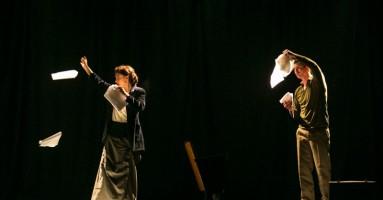 DOLCE GUERRA (LA) - regia Elena Ferrari e Mariano Arenella