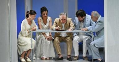 SI NOTA ALL'IMBRUNIRE (SOLITUDINE DA PAESE SPOPOLATO)   - regia Lucia Calamaro
