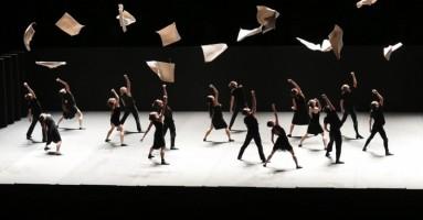 BATSHEVA DANCE COMPANY - coreografia Ohad Naharin